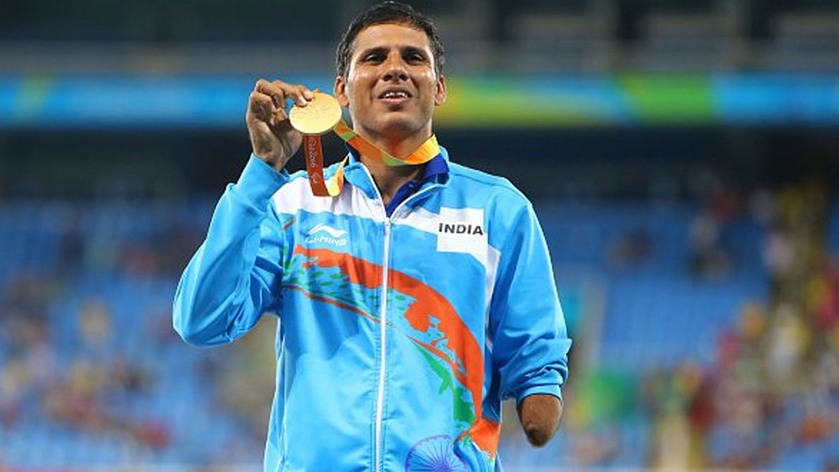 """India's Javelin thrower Devendra Jhajharia holds up his gold medal at the Rio Paralympics. (Photo Courtesy: Twitter/<a href=""""https://twitter.com/IPCAthletics"""">@IPC Athletics</a>)"""