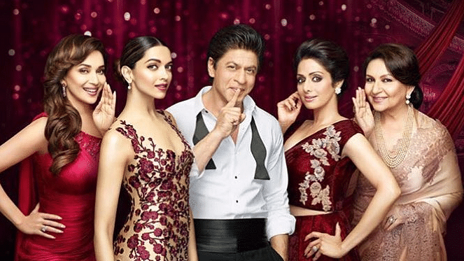 """Shah Rukh with the divas have a secret to share. (Photo Courtesy:<a href=""""https://twitter.com/deepikaddicts/status/771666760277692417""""> Twitter/@deepikaddicts</a>)"""