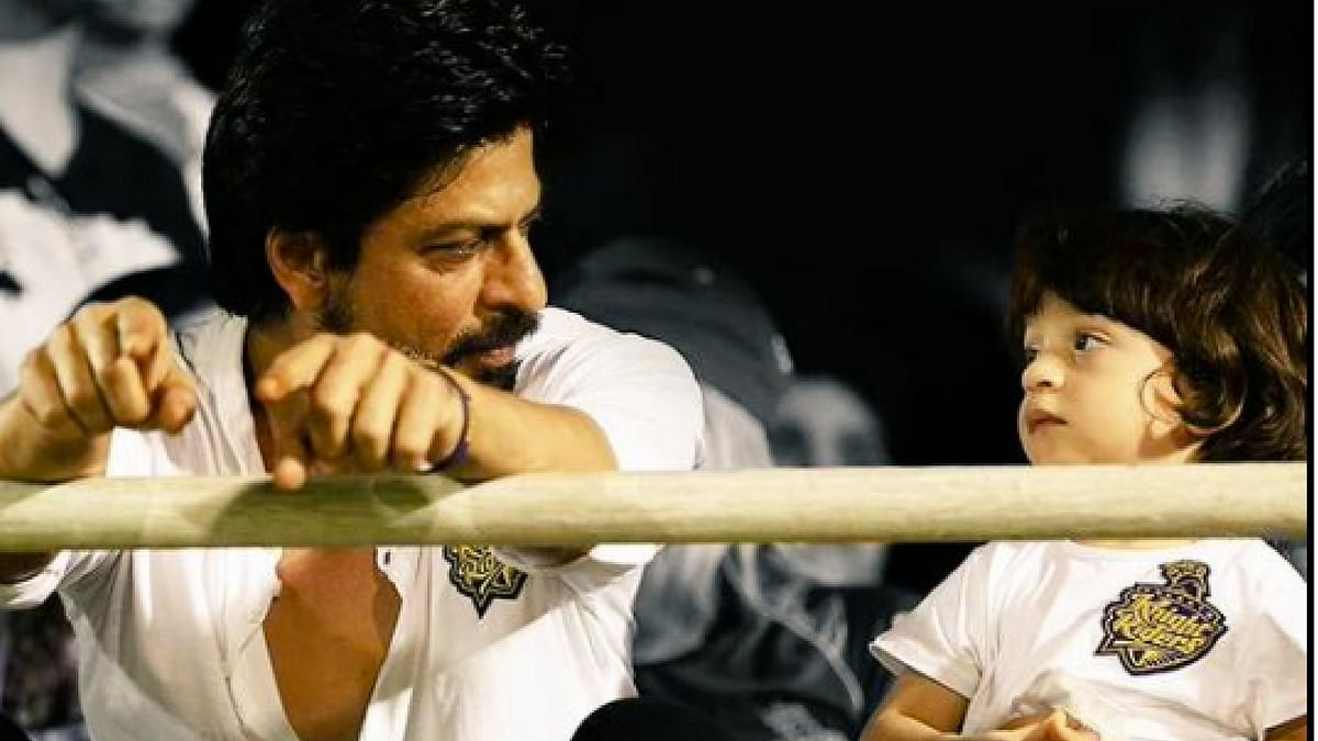 """Shah Rukh Khan and AbRam watching an IPL match together. (Photo Courtesy: <a href=""""https://twitter.com/bollywoodpataka"""">Twitter/@bollywoodpataka</a>)"""