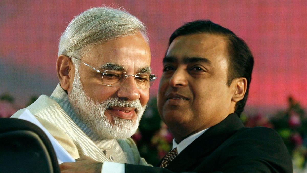 PM Modi with Mukesh Ambani. (Photo: Reuters)
