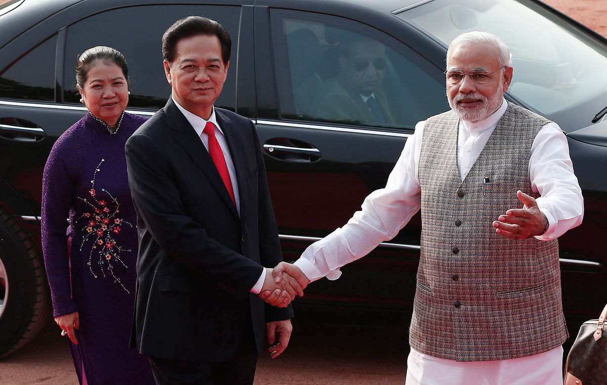 Prime Minister Nguyen Xuan Phuc of Vietnam with PM Narendra Modi. (Photo: Reuters)