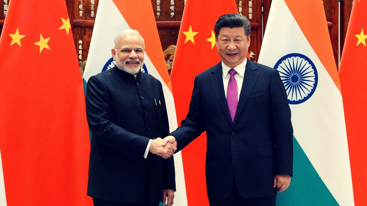 Narendra Modi poses with Chinese President Xi Jinping  before a meeting at the West Lake State Guest House in Hangzhou, China. (Photo: AP)