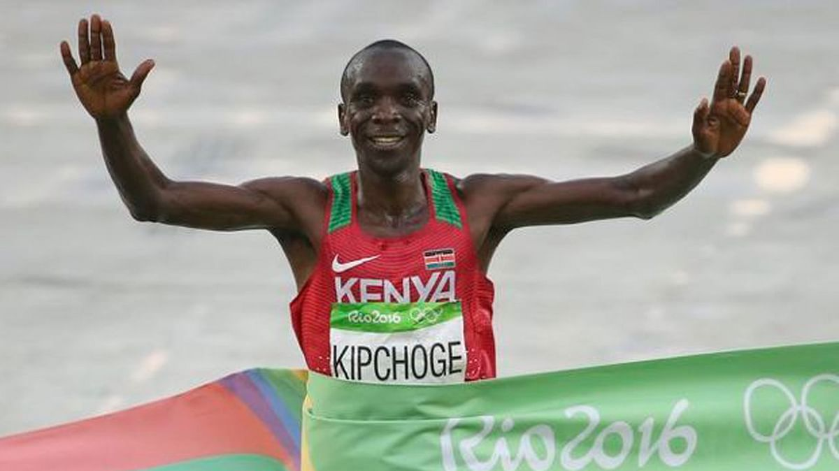 Kenya's Eliud Kipchoge celebrates after winning the men's marathon event at Rio. (Photo: Reuters)