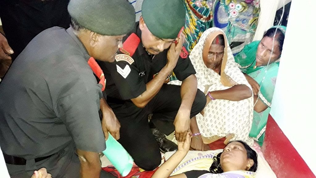 Army personnel meet wife of Havildar Ashok Kumar Singh who was killed in the terror attack on Uri army camp in Bhojpur district of Bihar on  20 September, 2016. (Photo: IANS)