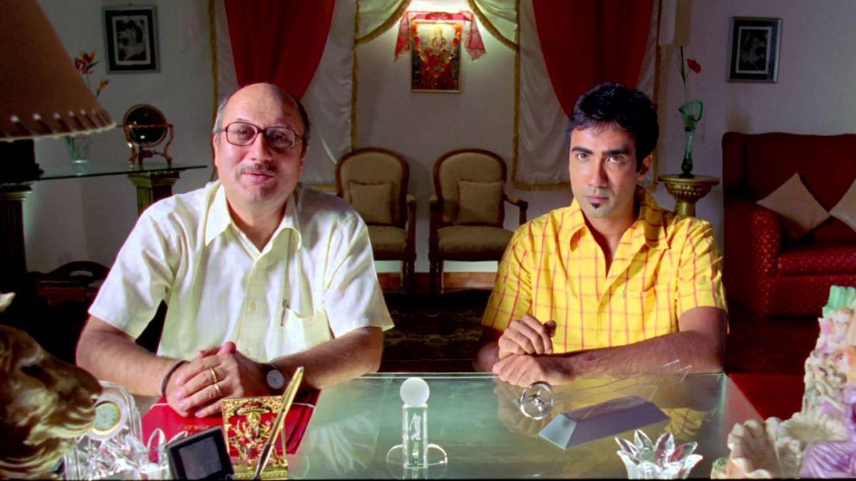 Anupam Kher with Ranvir Shorey in <i>Khosla Ka Ghosla.</i>