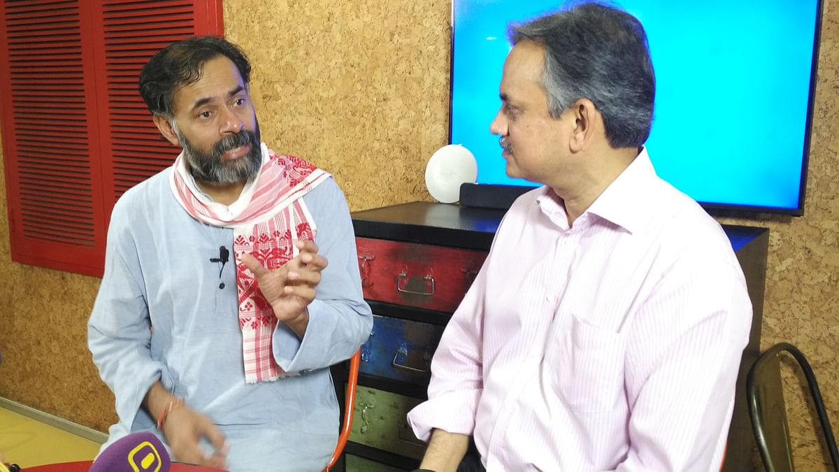 Yogendra Yadav in conversation with The Quint's Sanjay Pugalia. (Photo Courtesy: The Quint)