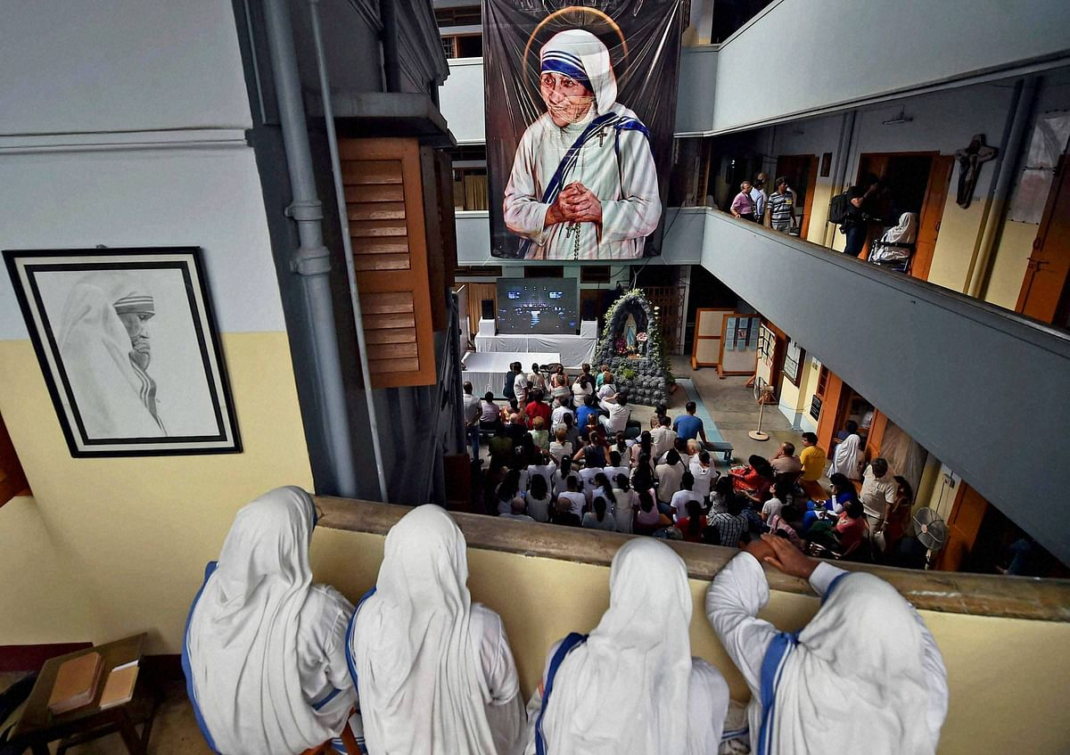 Nuns of Missionaries of charity watch live telecast of canonisation ceremony of Mother Teresa from the balcony of Missionaries of Charity. (Photo: PTI)