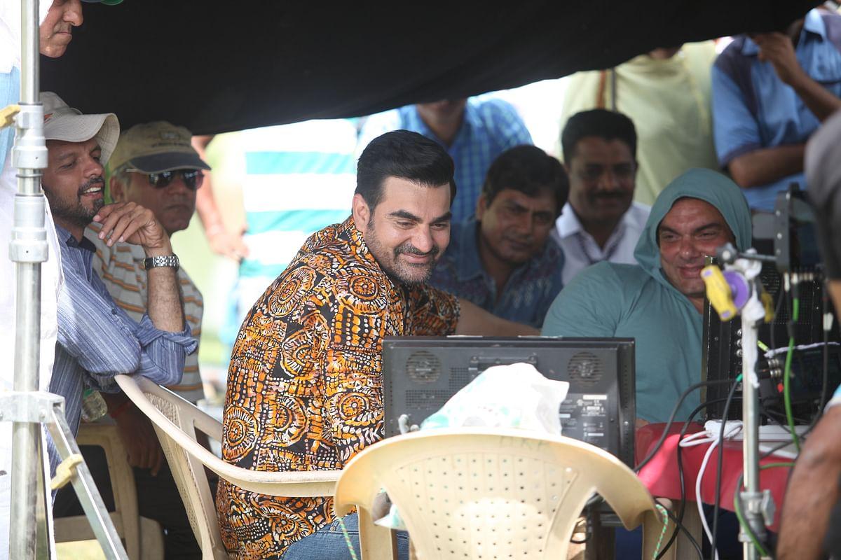 The cast of <i>Freaky Ali </i>enjoys watching their shot on the set. (Photo Courtesy: Sohail Khan Productions)