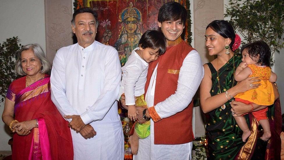 Vivek Oberoi with his family at Ganpati celebrations in 2015. (Photo: Yogen Shah)