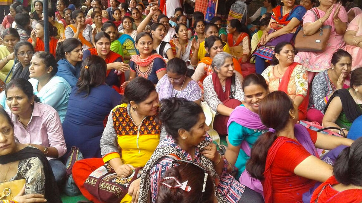 Delhi Nurses Union protest outside Safdarjung Hospital demanding salary hike. (Photo: ANI)