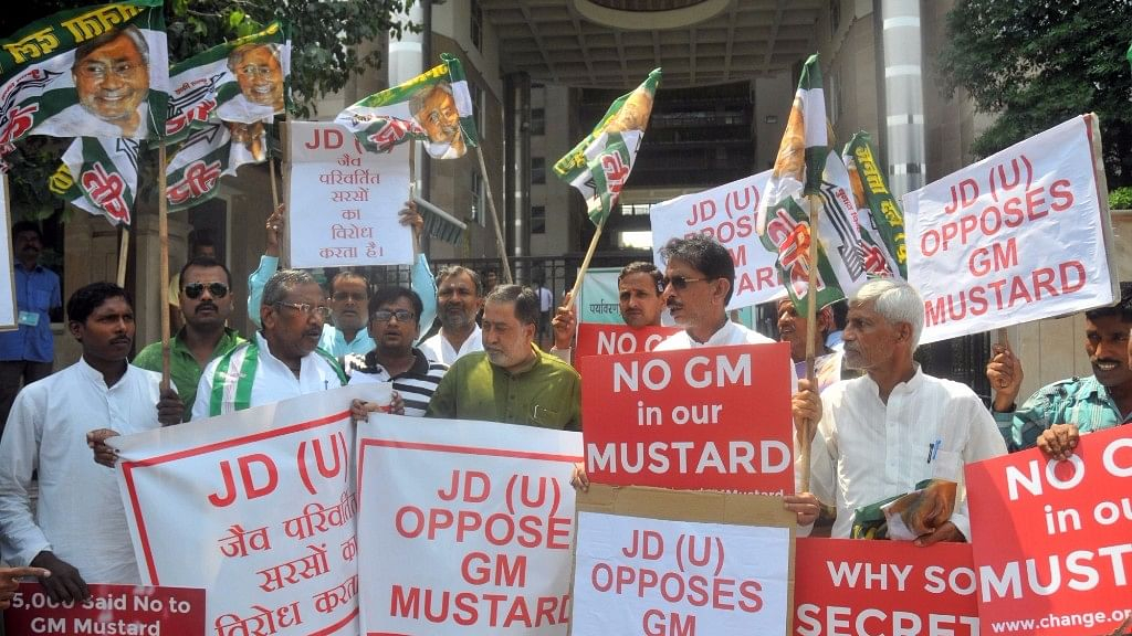 JD(U) workers stage a demonstration against genetically-modified (GM) mustard in New Delhi, on  6 September 2016. (Photo: IANS)