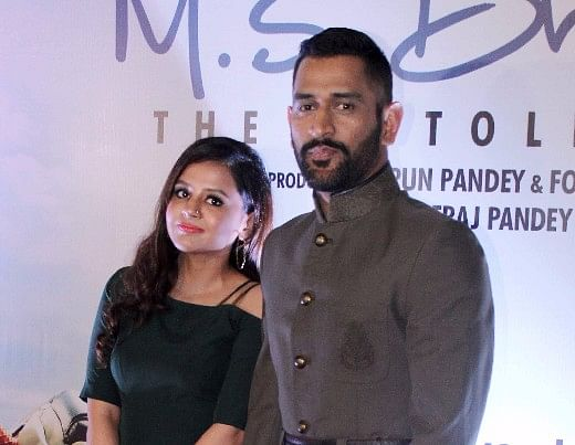 Mahendra Singh Dhoni with his wife, Sakshi Dhoni at the biopic's premier. (Photo: Yogen Shah)