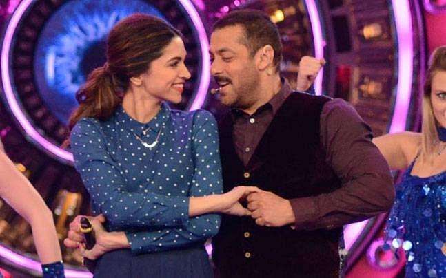 Deepika and Salman show off some cool moves on <i>Bigg Boss.</i><i> </i>(Photo courtesy: <i>Colors TV</i>)