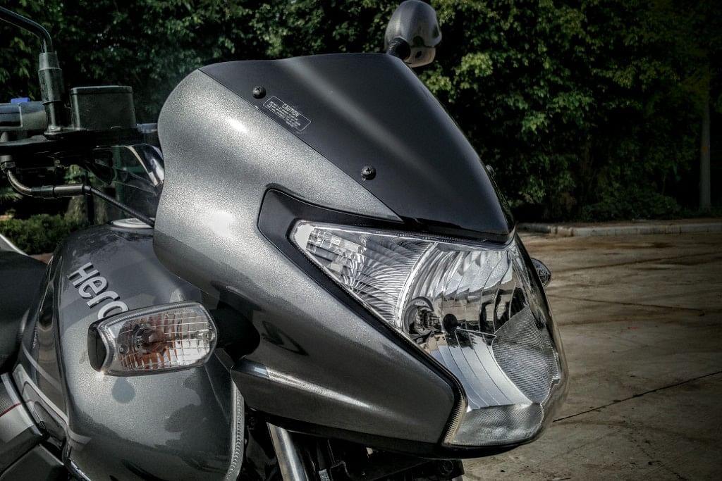 The front headlight on the Hero Achiever 150. (Photo Courtesy: Motorscribes)