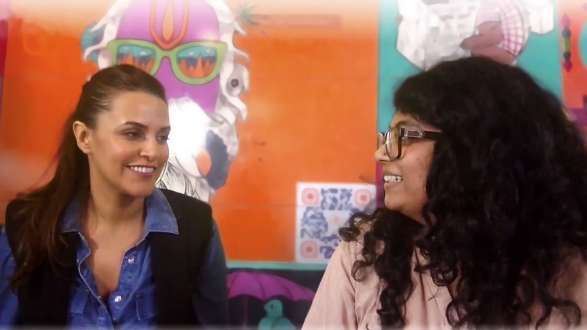Neha Dhupia in conversation with The Quint. (Photo: The Quint)