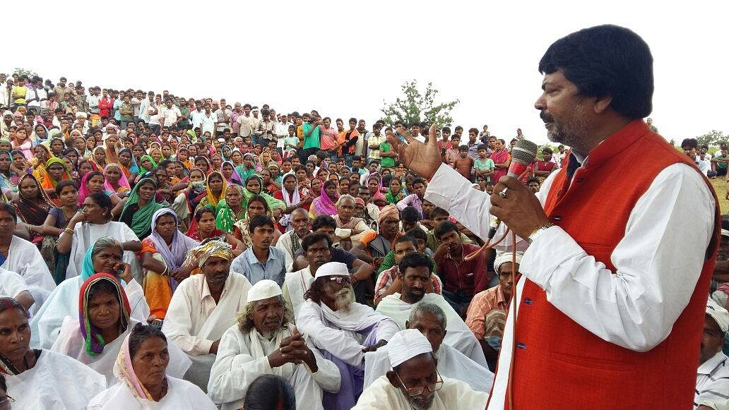 """Former Congress Minister Yogendra Saw address the villagers in Barkagaon in Hazaribagh. (Photo Courtesy: <a href=""""https://www.facebook.com/photo.php?fbid=2213897272169359&amp;set=pb.100006473246097.-2207520000.1475624735.&amp;type=3&amp;theater"""">Facebook</a>)"""