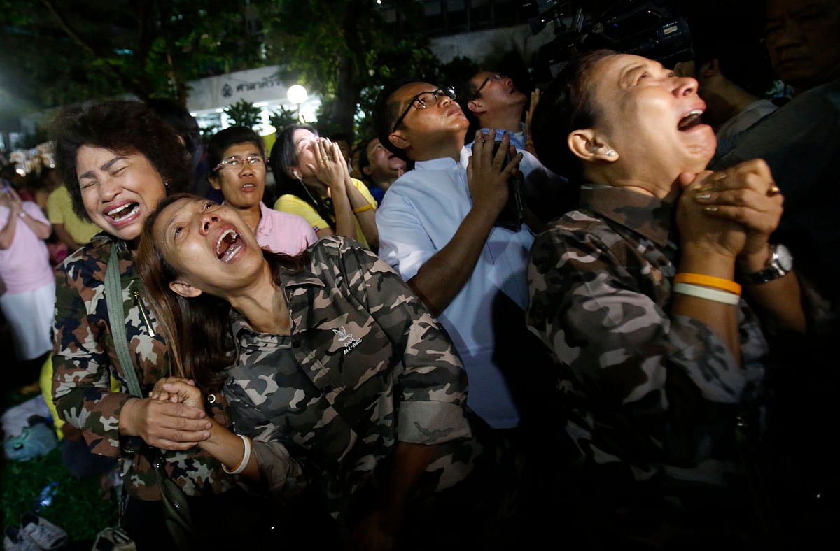 Thai people cry outside the hospital the King was being treated at. (Photo: AP)