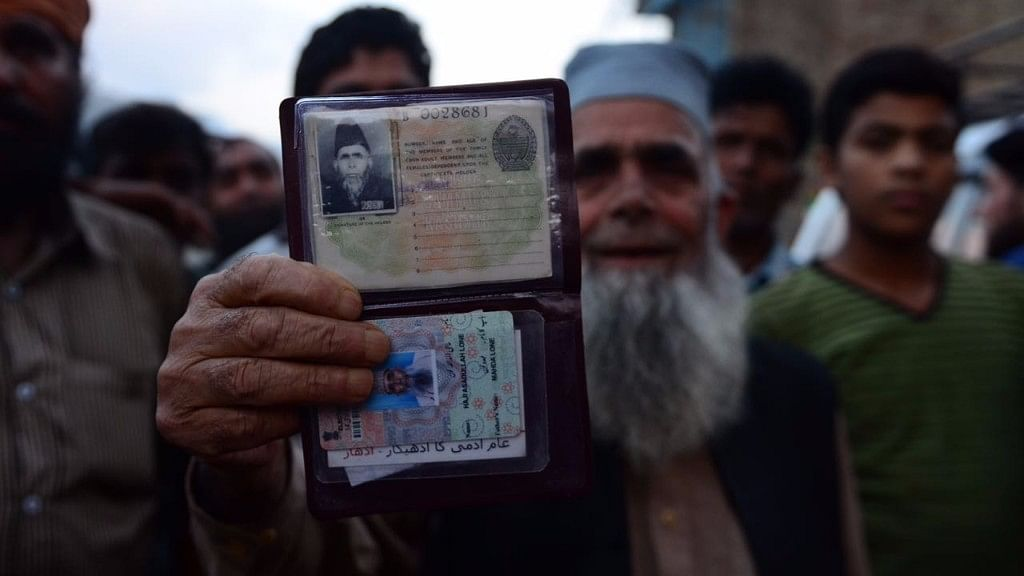 Haji Assadullah Lone, a resident of Uri. (Photo courtesy: Jaskirat Singh Bawa/ <b>The Quint</b>)