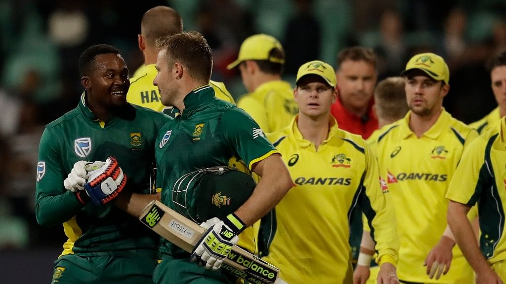 South Africa's batsman Andile Phehlukwayo (L) with teammate David Miller (R), leaves the field after scoring the winning runs during the third one-day international cricket match between South Africa and Australia, at Kingsmead stadium in Durban. (Photo: AP)