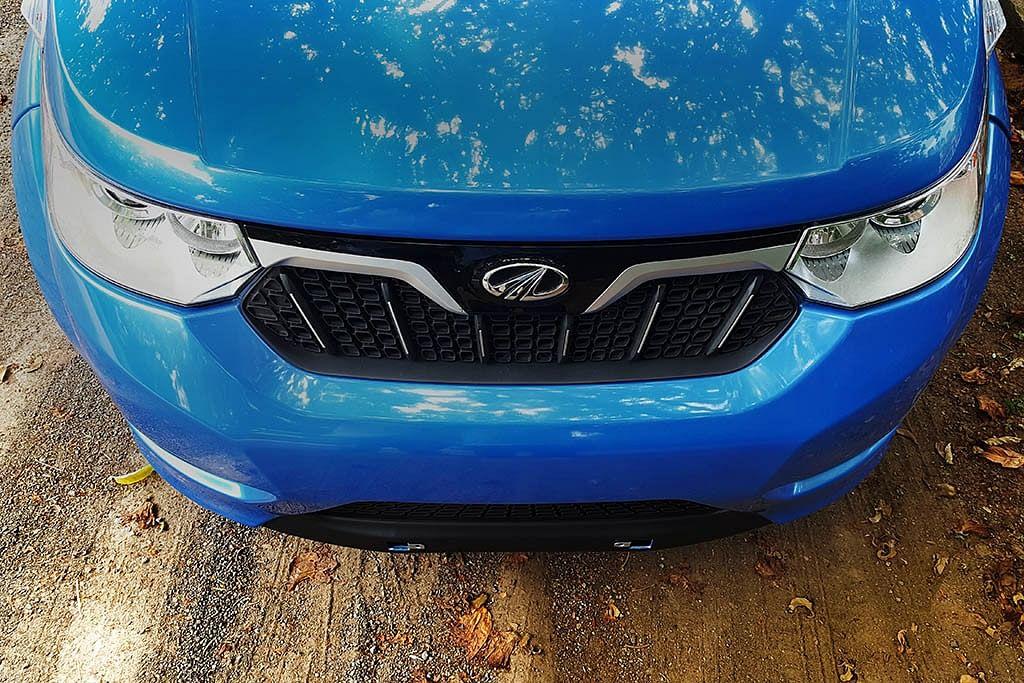 The not-so-broad front fascia of the Mahindra e2o Plus. (Photo Courtesy: MotorScribes)