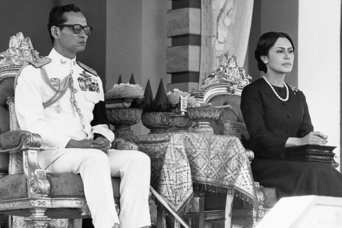 File photo of Thailand's King Bhumibol Adulyadej and Queen Sirikit attending a symbolic mass cremation ceremony on 12 April 1977. (Photo: AP)