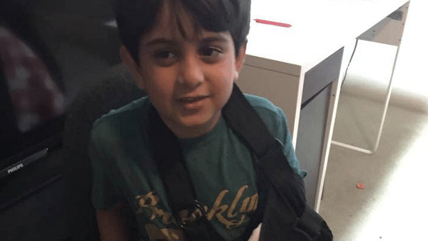 """Photo of 7-year-old Abdul Usmani in a hand sling, posted  by his father. (Photo: Zeeshan-ul-hassan Usmani/<a href=""""https://www.facebook.com/photo.php?fbid=999751433325&amp;set=pb.37402526.-2207520000.1476371692.&amp;type=3&amp;theater"""">Facebook</a>)"""