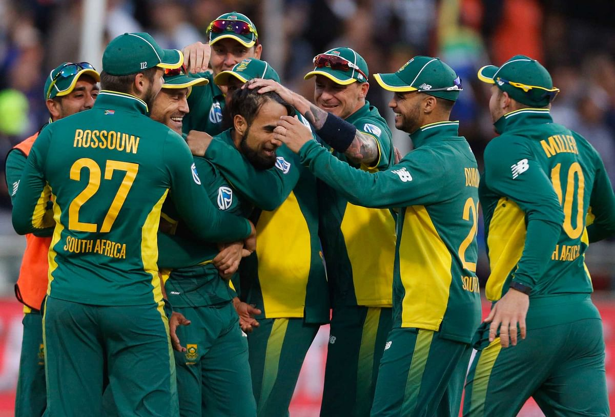 South Africa's Imran Tahir, center, celebrates with teammates after taking the wicket of Australia's Aaron Finch. (Photo: AP)