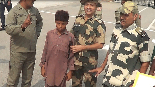"BSF returned 12-year old Tanveer to Pakistani authorities. (Photo Courtesy: Twitter/<a href=""https://twitter.com/veersingh927/status/782996649765249024"">@veersingh927</a>)"