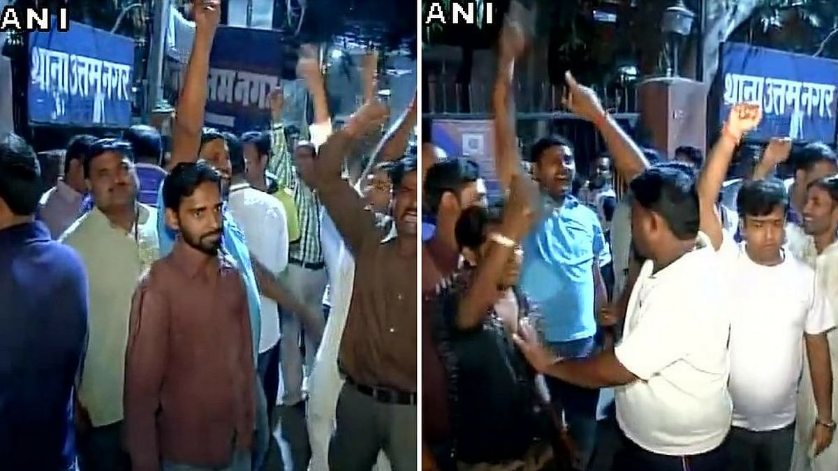 Supporters of  AAP MLA Naresh Balyan protest outside Uttam Nagar police station after Balyan was arrested. (Photo: ANI)