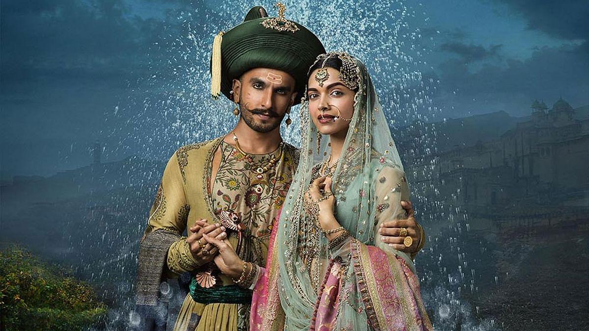 Ranveer Singh and Deepika Padukone in <i>Bajirao Mastani.&nbsp;</i>