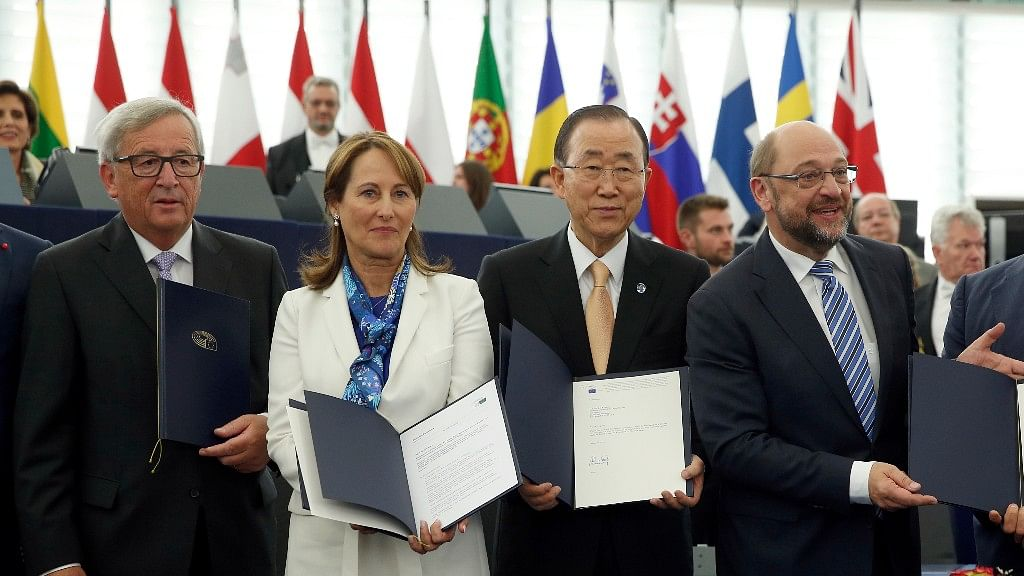 (From L to R) European Commission President Jean-Claude Juncker, French Minister for Environment  Segolene Royal, UN Secretary General Ban Ki-moon and European Parliament President Martin Schulz, after the lawmakers endorsed the agreement to limit global warming at the European Parliament on 4 Oct, 2016. (Photo: AP)