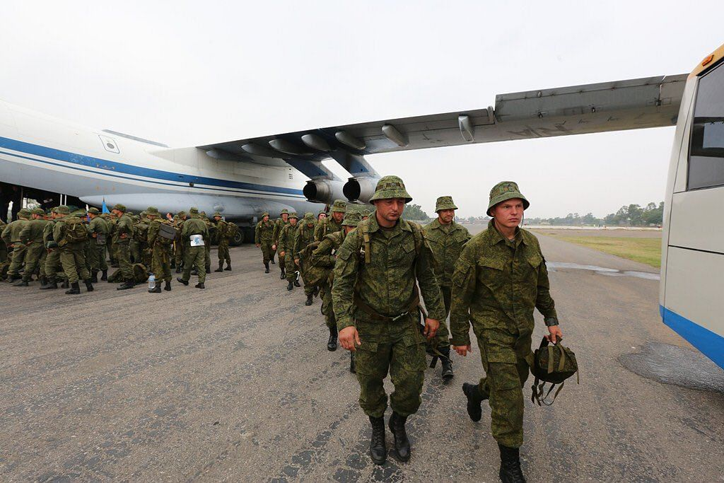 """Russian soldiers arrive in Pakistan on 22 September 2016 for a joint military operation. (Photo Courtesy: Twitter/<a href=""""https://twitter.com/AsimBajwaISPR/status/779189706672275456"""">@AsimBajmaSPR</a>)"""