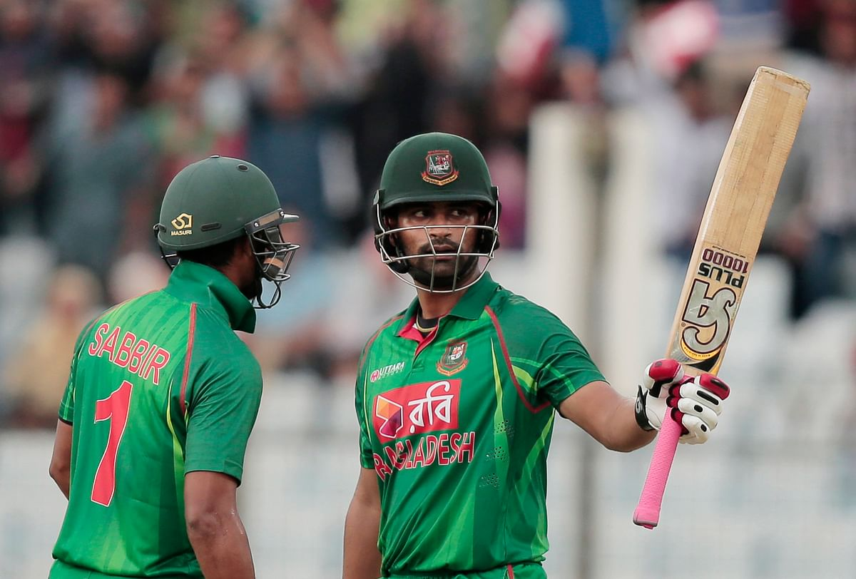 Bangladesh's opener Tamim Iqbal raises his bat after completing 5000 runs in One Day Internationals. (Photo: AP)