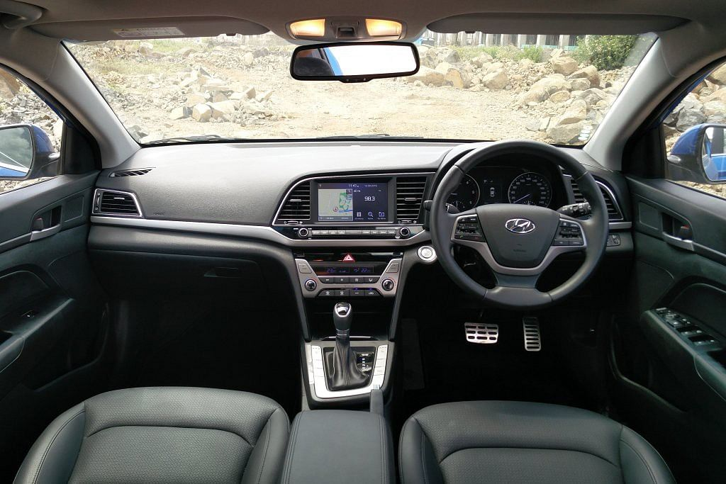 Swanky interiors of the Hyundai Elantra 2016. (Photo Courtesy: Motorscribes)