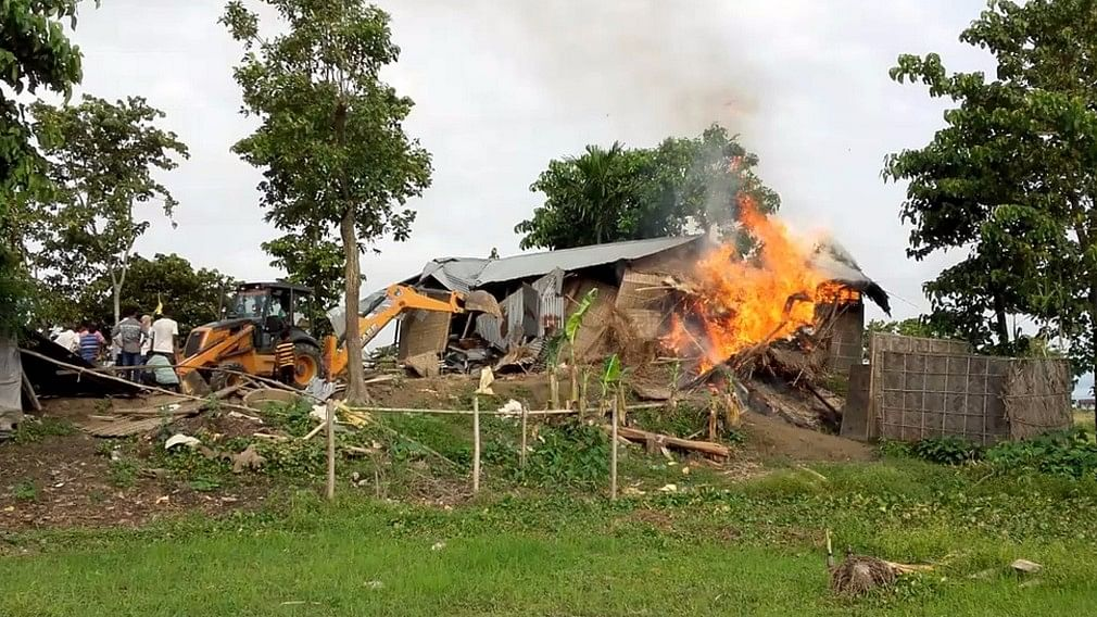 Authorities carry out eviction drive in Banderdubi village under Kaliabor subdivision near Kaziranga National Park in Assam on 19 September, 2016. (Photo: IANS)