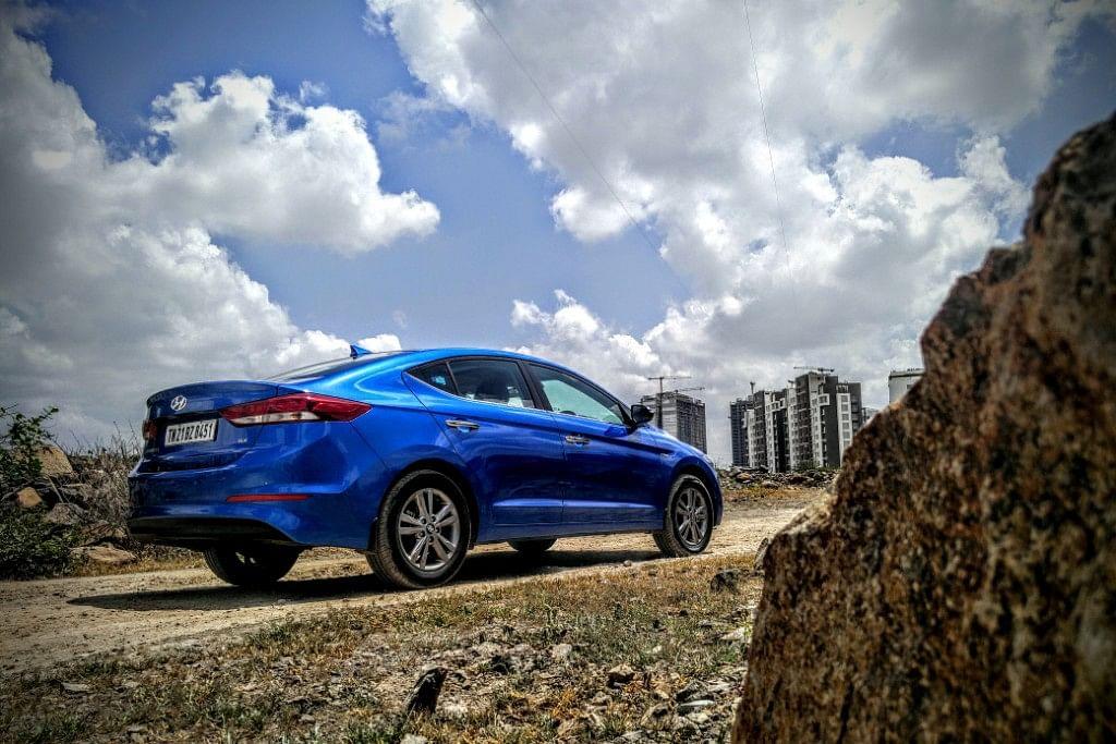 The renowned broad frame at the back on Hyundai Elantra 2016. (Photo Courtesy: Motorscribes)