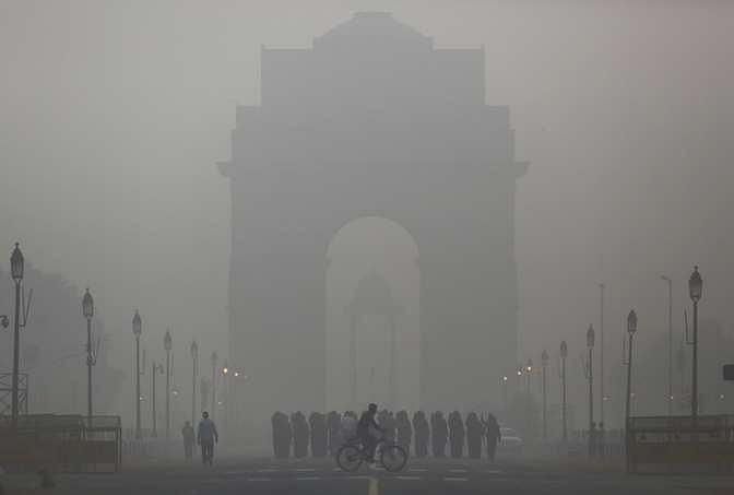 The city's air quality index (AQI) has reached 318. An AQI of more than 300 is considered very poor. (Photo: AP)