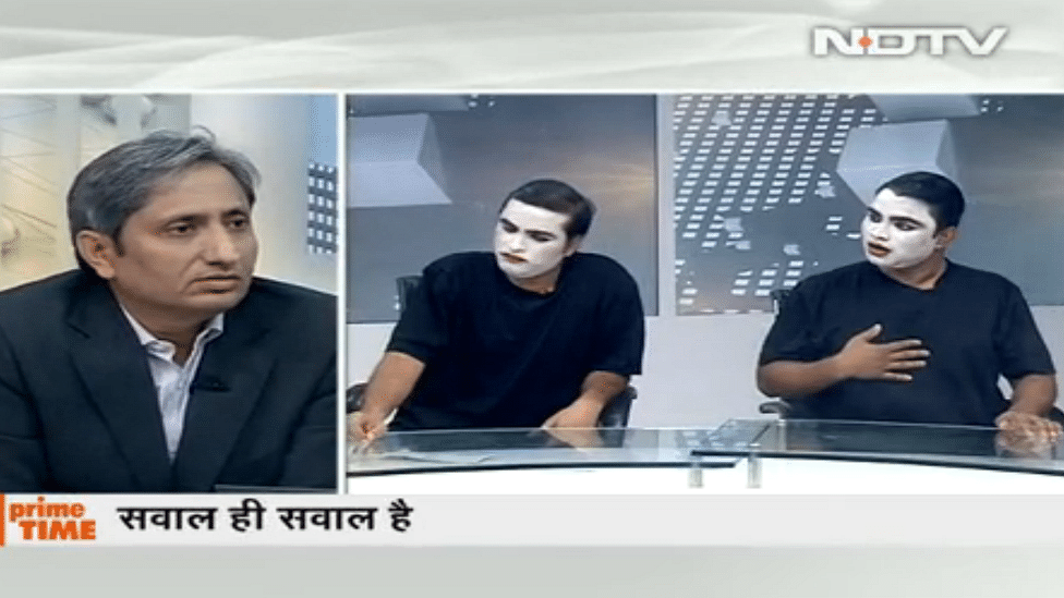 """""""If we can't question, then what will we do?"""" Ravish Kumar asks in a satirical primetime show after the NDTV ban. (Photo: YouTube screenshot)"""