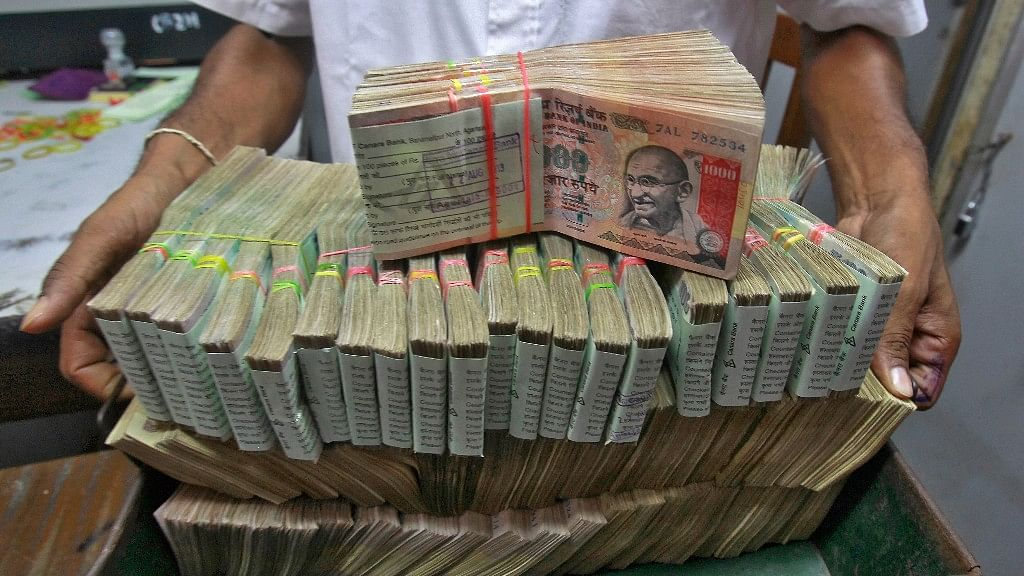 60 lakh depositors have put Rs 7 lakh crore in old notes in banks since Nov 8. (Photo: Reuters)