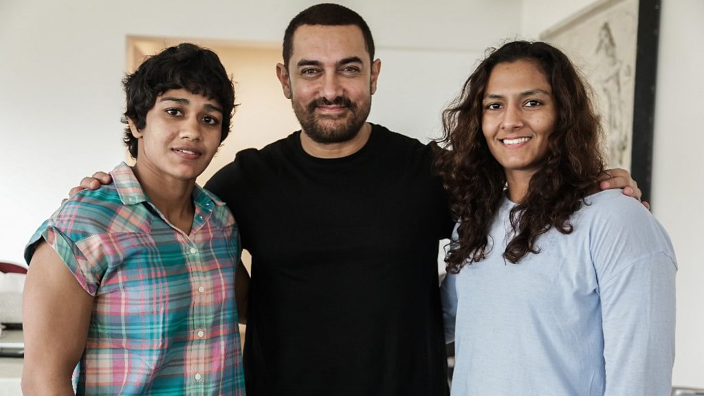 Aamir Khan with the Phogat sisters. (Photo Courtesy: UTV Motion Pictures)