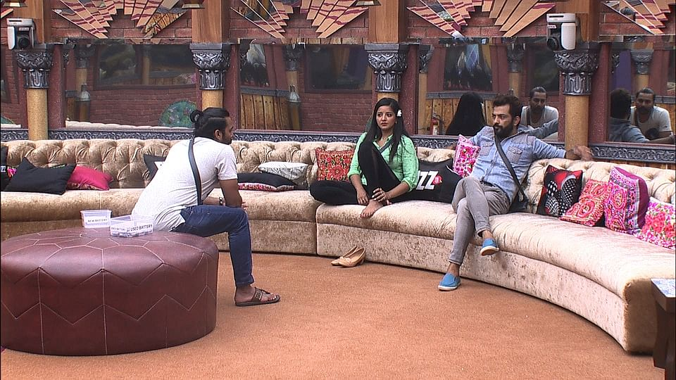 Mona, Manveer and Manu have become tight and they only hang out with each other.(Photo courtesy: Colors TV)