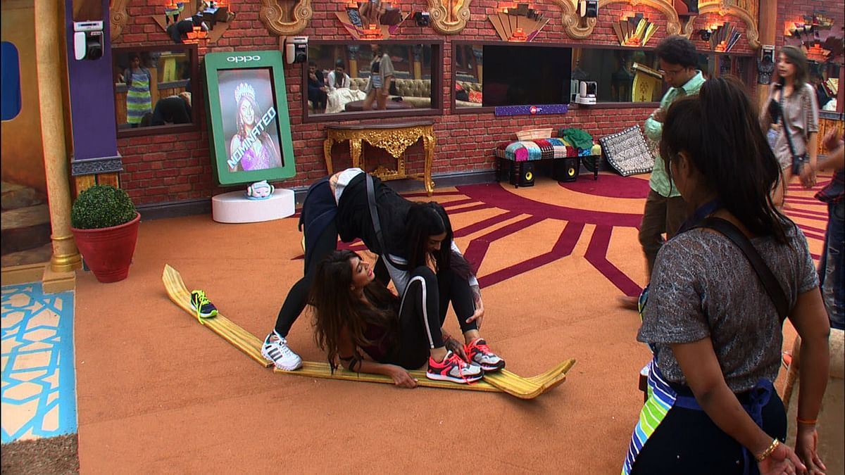 Bani and Lopa get competitive in the luxury task. (Photo courtesy: Colors TV)