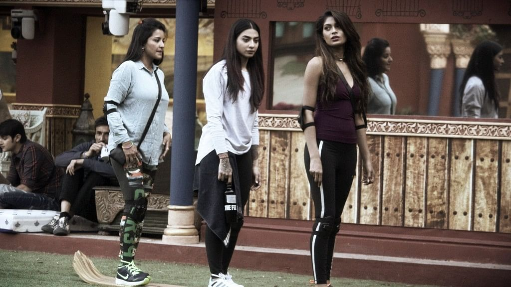 Mona, Bani and Lopa get started on the luxury budget task. (Photo courtesy: Colors TV)