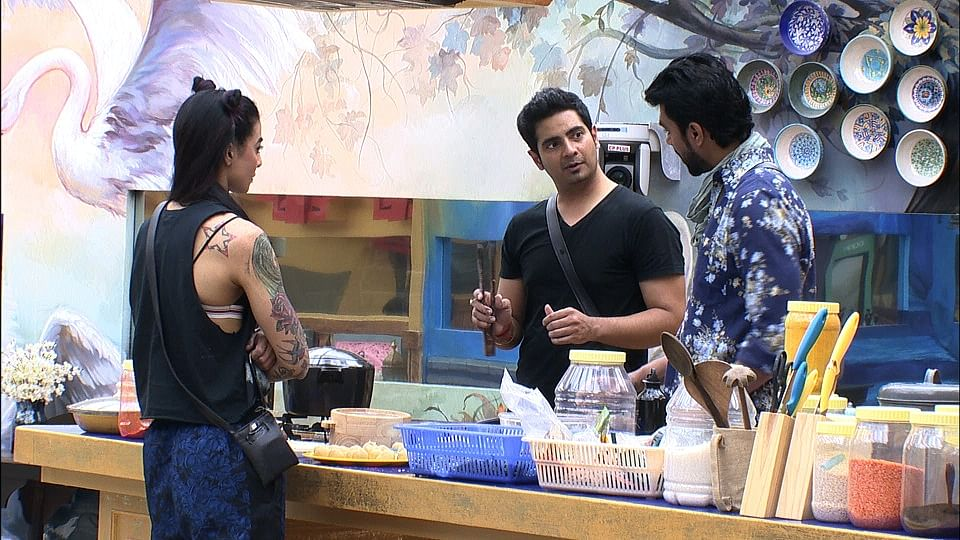 Is Karan trying to pacify the situation between Gaurav and Bani? (Photo courtesy: Colors TV)