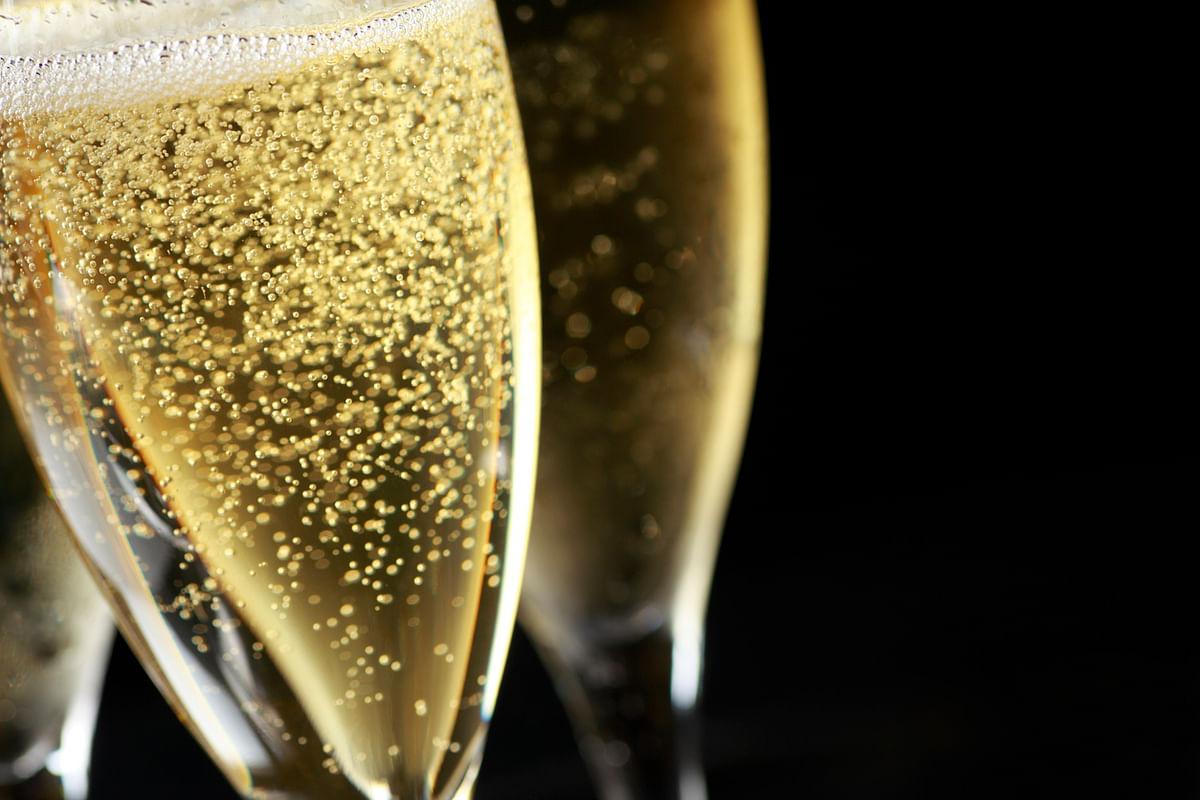 Dry wine varieties include Reisling, Champagne, Sauvignon Blanc , Pinot Grogio, etc. (Photo: iStock)