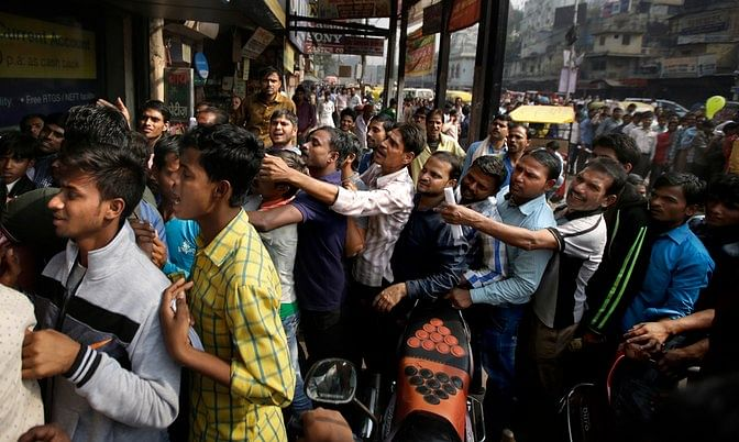 People wait in queues to get their old notes exchanged or deposited. (Photo: AP)