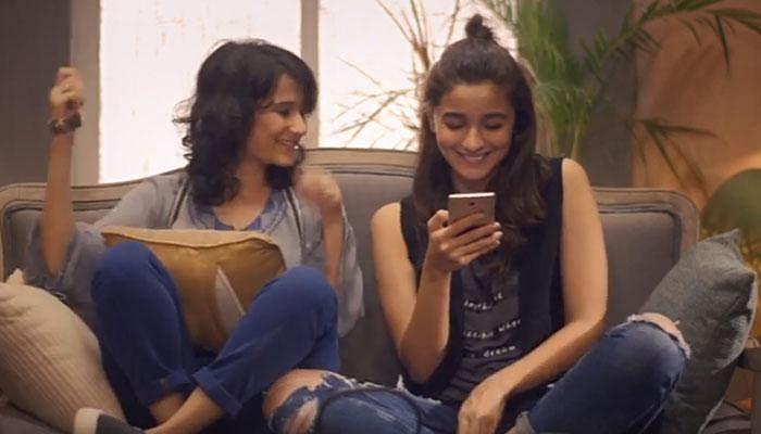 Yashaswini Dayama and Alia Bhatt in a scene from <i>Dear Zindagi. </i>(Photo courtesy: YouTube/Red Chillies Entertainment)
