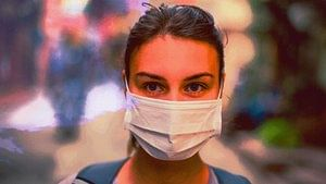 Marathoners breathe with a lot of vigour and oomph and are advised to mask it up before the run. (Photo: iStock/Altered by <b>The Quint</b>)