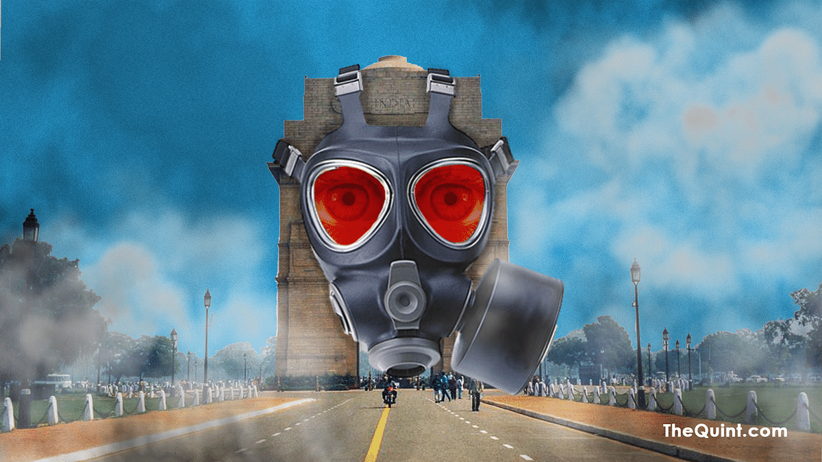 Delhi's smog this year has unusually high and suffocating. How dangerous is Delhi's air? Find out here. (Photo: <b>The Quint</b>)