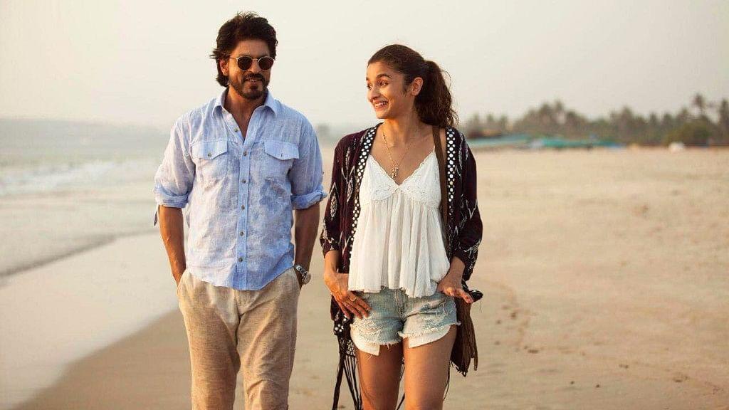 Shah Rukh Khan and Alia Bhatt in a scene from Dear Zindagi. (Photo courtesy: YouTube/Red Chillies Entertainment)